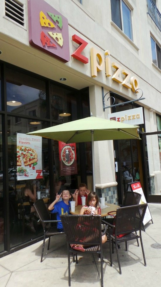 Kids eating outside Z Pizza