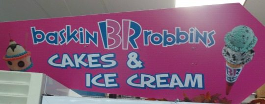 Baskin Robbins cakes and ice cream sign