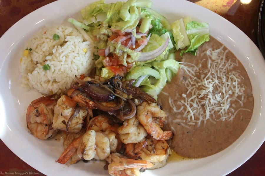 Shrimp Mojo de Ajo - garlicky shrimp with refried beans and rice. Wrap these up in tortillas and you have a Mexican party in your mouth. - Mama Maggie's Kitchen