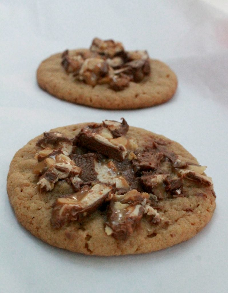 Snicker's Cookie - peanut butter cookies topped with Snickers candy. So yummy and decadent! - by Mama Maggie's Kitchen
