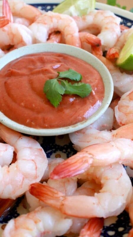 Shrimp with Chipotle Cocktail Sauce is an easy appetizer idea with few ingredients and incredibly delicious. Enjoy! by Mama Maggie's Kitchen