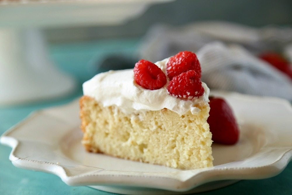 Tres Leches Cake (or Pastel de Tres Leches) is a traditional cake from Mexico. Moist and so yummy. You'll just love this authentic Mexican dessert. Via @MamaMaggiesKitchen #mexicanfood