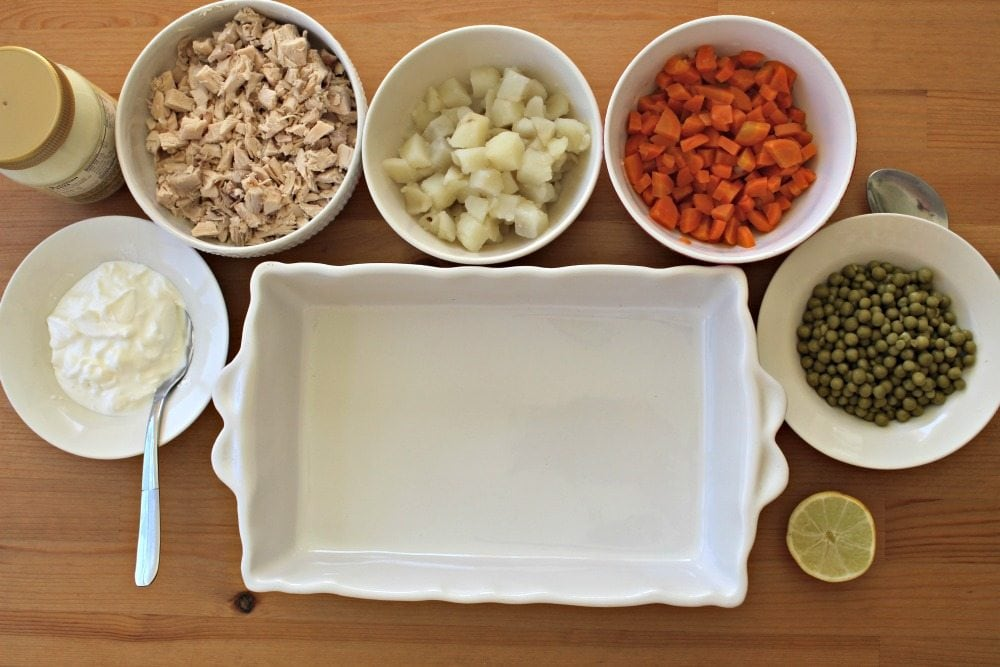 Ingredients to make Ensalada de Pollo
