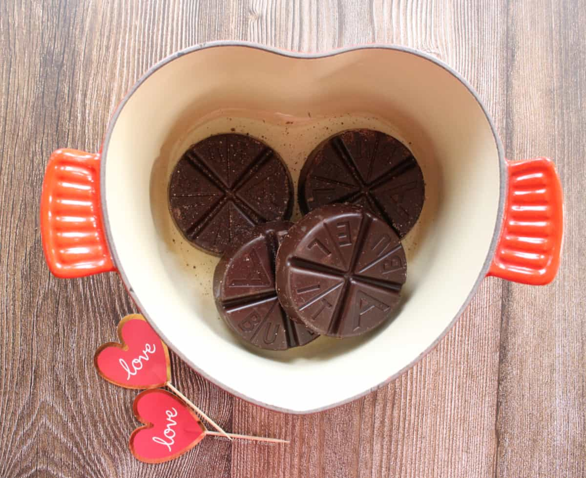 A heart-shaped pot with Mexican chocolate inside.